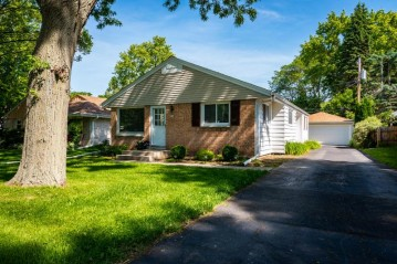 714 W Montclaire Ave, Glendale, WI 53217-4444