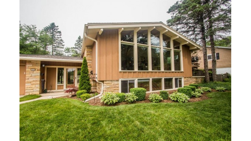403 Alta Loma Dr Thiensville, WI 53092-1427 by Berkshire Hathaway HomeServices Metro Realty $374,900