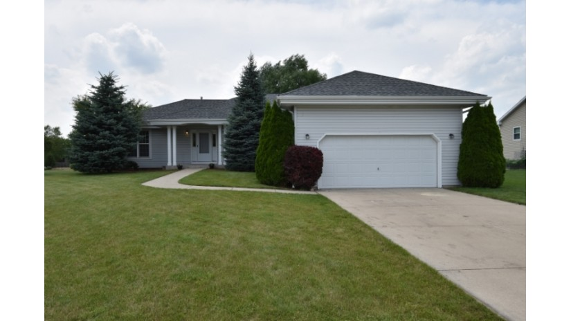 135 Amanda Ct Mukwonago, WI 53149-1471 by Shorewest Realtors $314,900