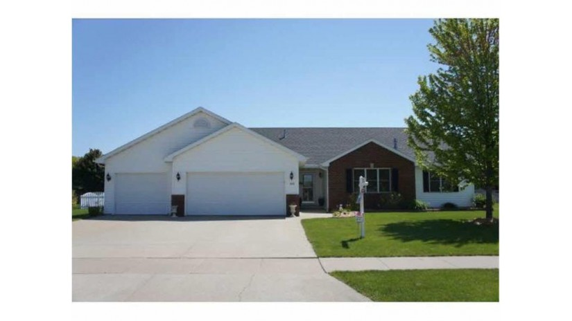 1620 PENDLETON Road Neenah, WI 54956-1671 by RE/MAX Property Network $274,900