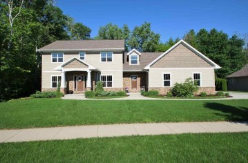 940 CANTERBURY CASTLE Court, Howard, WI 54313