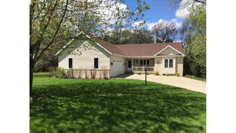 E11081 Wynsong Dr Baraboo, WI 53913-9377 by First Weber Inc $325,000