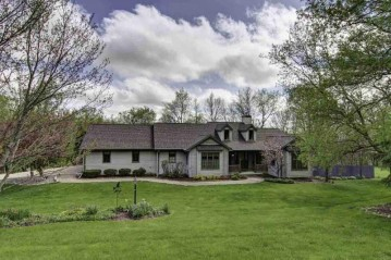 1194 E Lake Rd, Mineral Point, WI 53565