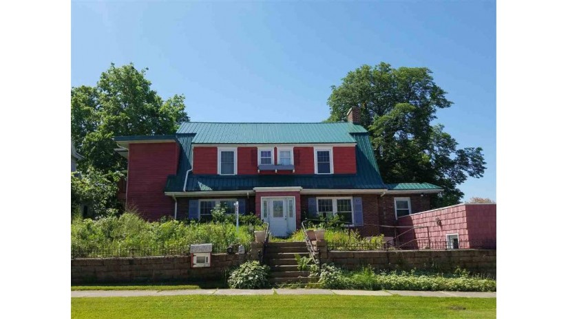 402 E Main St Reedsburg, WI 53959 by Re/Max Grand $119,900