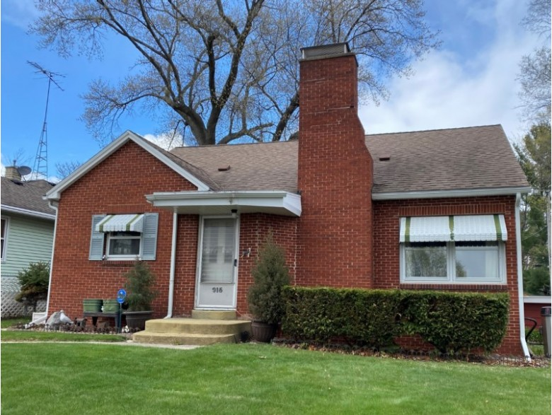 915 W Pleasant St Portage, WI 53901-1929 by First Weber Real Estate $199,900