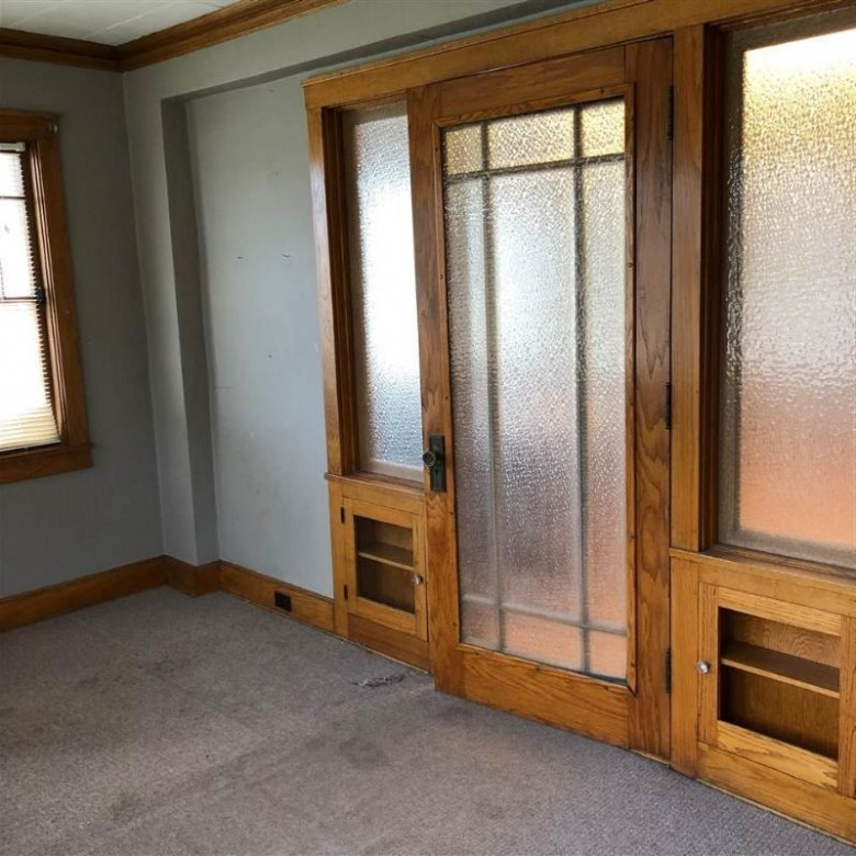 105 N Lincoln Ave, Beaver Dam, WI by Century 21 Affiliated $279,000