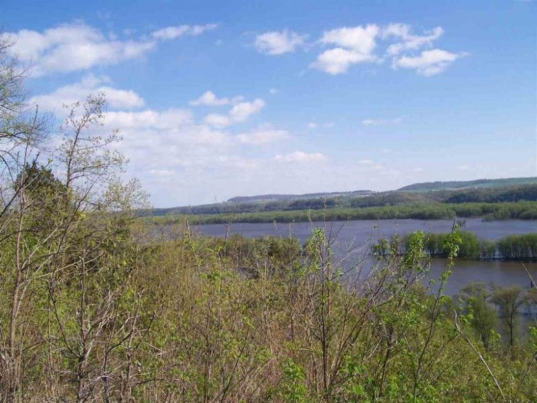 5182 River Highlands Ln, Cassville, WI by Re/Max Ridge-N-River $46,900