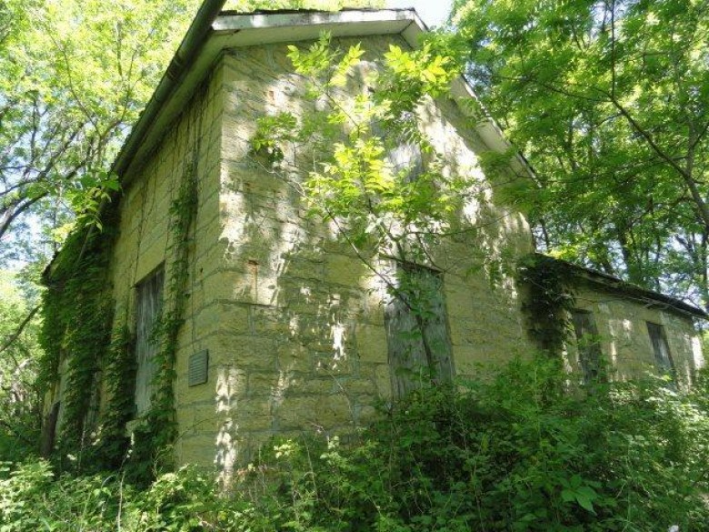 21496 Ivey Rd, Mineral Point, WI by Re/Max Connections $3,200,000