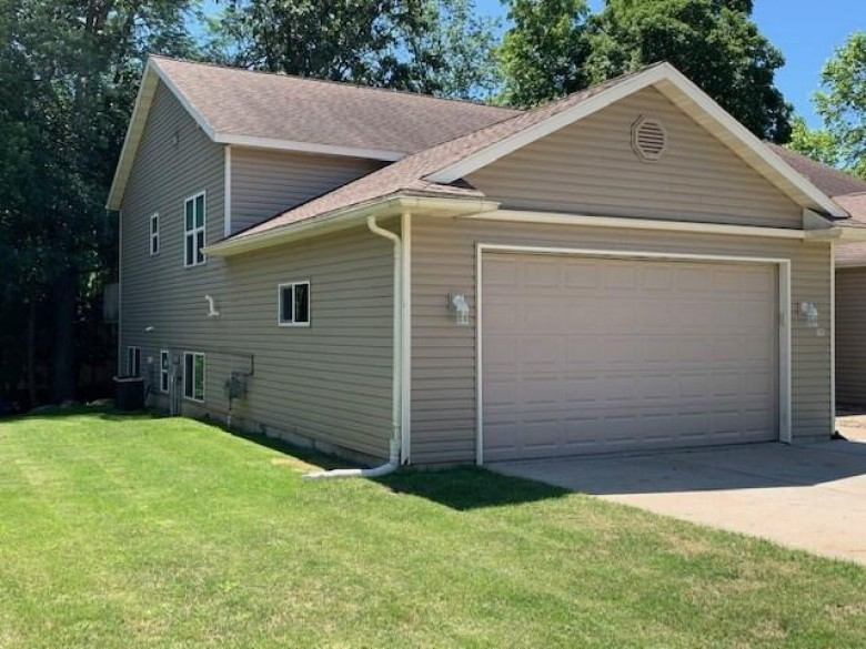 425 14th Ave, Baraboo, WI by Restaino & Associates Era Powered $209,900
