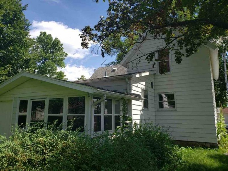 107 S Oak St North Freedom, WI 53951 by First Weber Real Estate $138,800