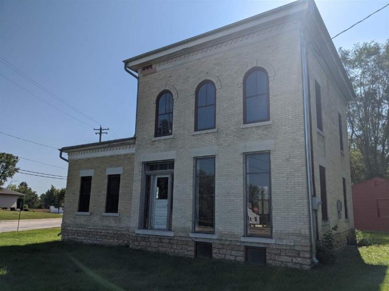 514 S Janesville St, Whitewater, WI by Davemansur.com Real Estate Llc $175,000