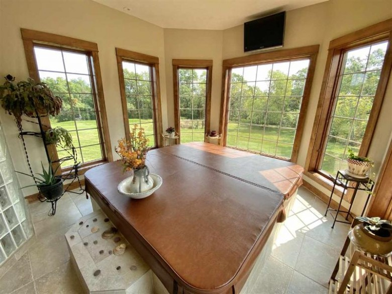 6822 S Nelson Rd, Brodhead, WI by Shorewest, Realtors $1,147,000