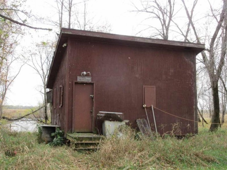 W7501 North Shore Rd Fort Atkinson, WI 53538 by Weiss Realty Llc $369,000