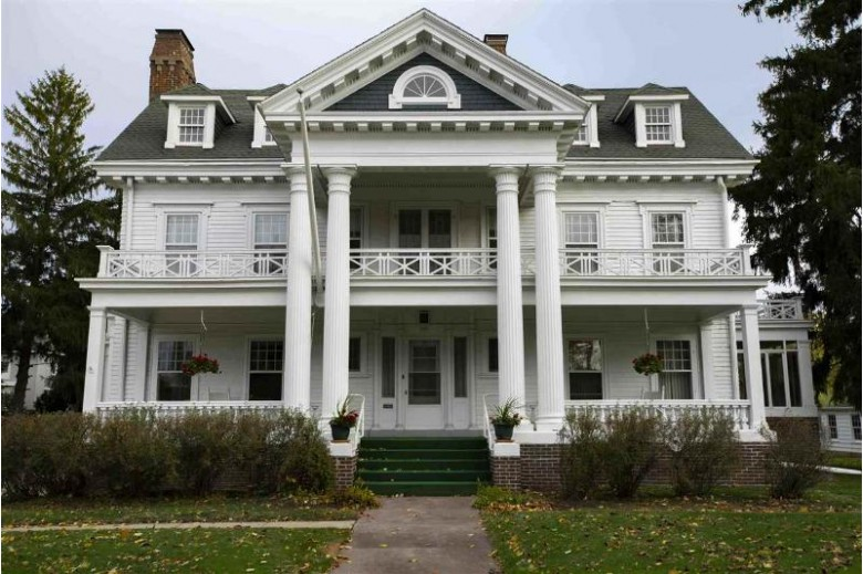 531 E Main St, Reedsburg, WI by Gavin Brothers Auctioneers Llc $498,000