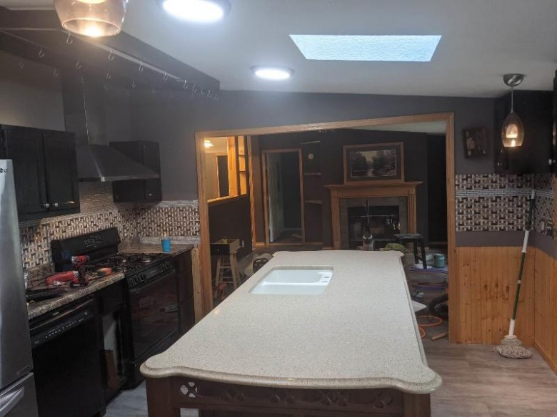 117 Lake Shore Dr Wisconsin Dells, WI 53965 by Weichert, Realtors - Great Day Group $268,000