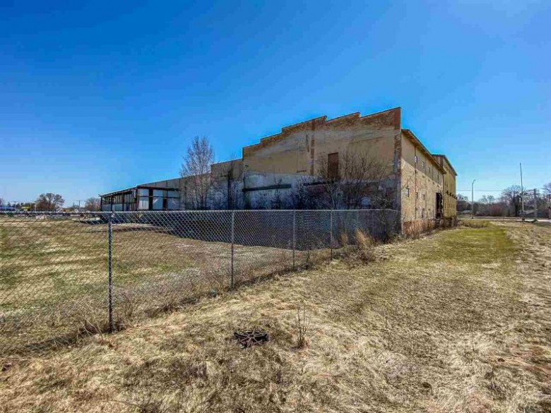 1322 N Spring St, Beaver Dam, WI by Century 21 Affiliated $150,000