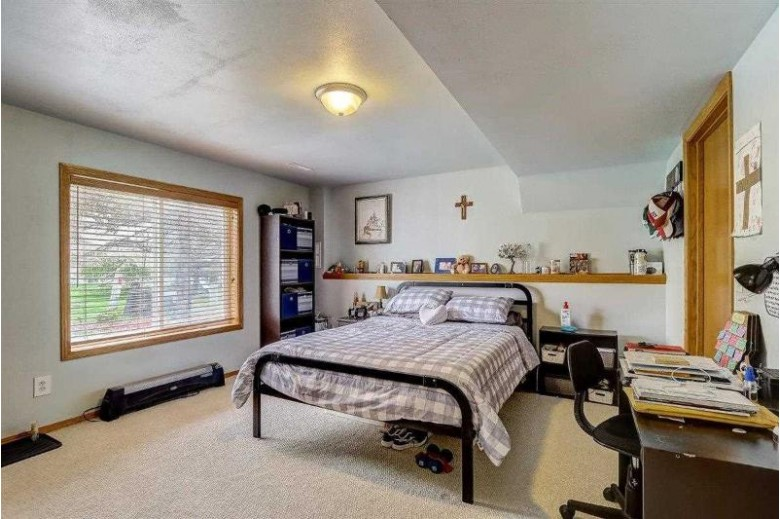 6929 Mill Bluff Dr Madison, WI 53718 by Restaino & Associates Era Powered $350,000