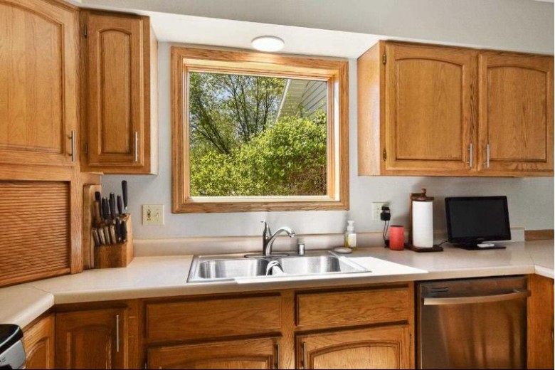 524 Viking View Dr, Reedsburg, WI by Re/Max Grand $294,000
