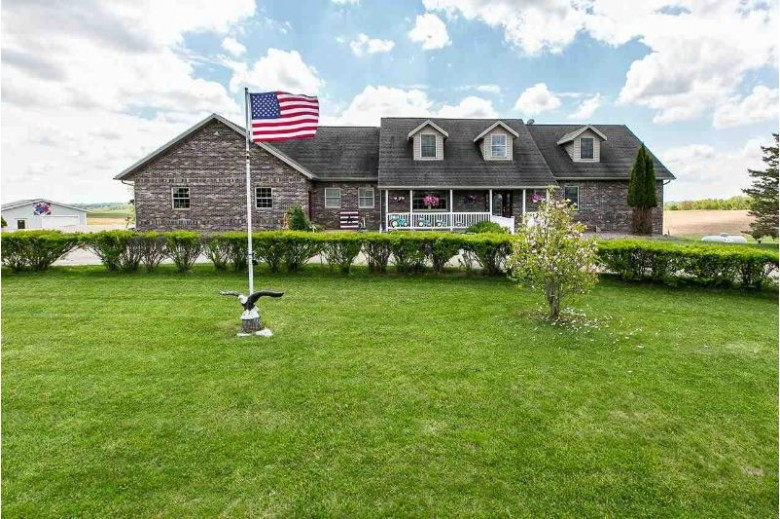 2097 Airport Rd Platteville, WI 53818 by Re/Max Advantage Realty $589,000
