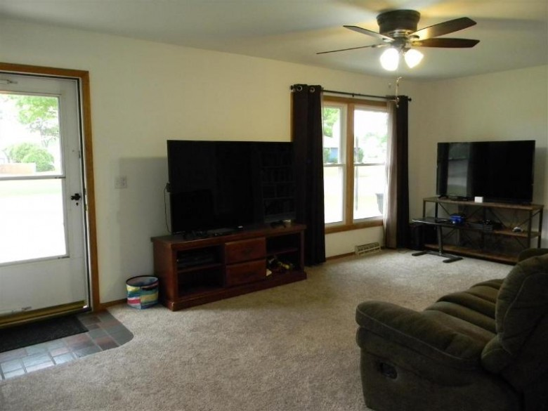 2720 Scotties Dr, Beloit, WI by Century 21 Affiliated $160,000