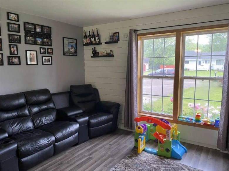 S8010 Maple Park Rd, Prairie Du Sac, WI by First Weber Real Estate $195,000