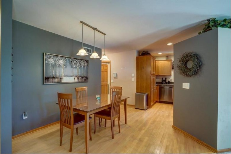 3222 Tanglewood Dr Madison, WI 53719 by Re/Max Preferred $409,900