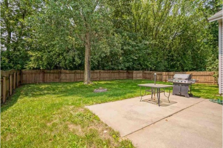 633 Autumn Wood Pky Deerfield, WI 53531 by First Weber Real Estate $375,000