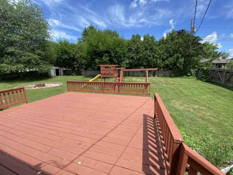 1190 Perry Dr, Platteville, WI by Re/Max Preferred $189,900