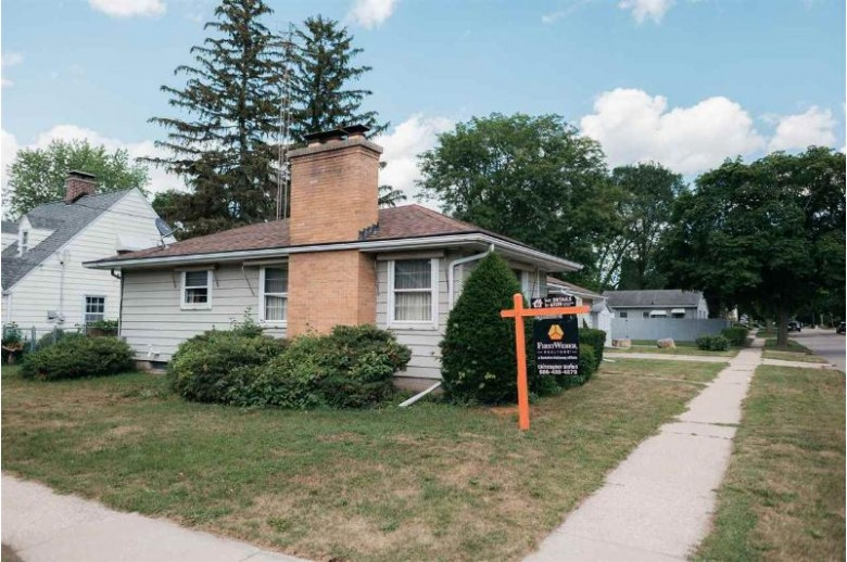 917 Middle St Beloit, WI 53511 by First Weber Real Estate $159,900