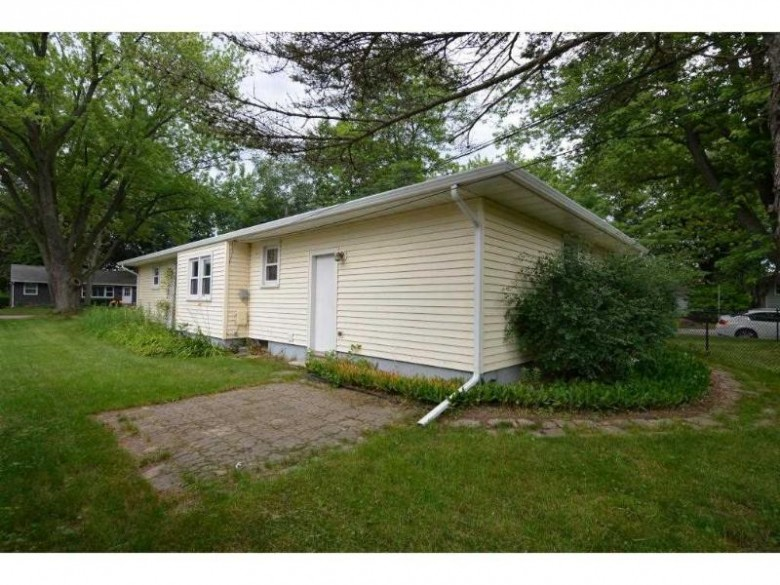 2009 Helene Pky Madison, WI 53711 by Madcityhomes.com $259,900