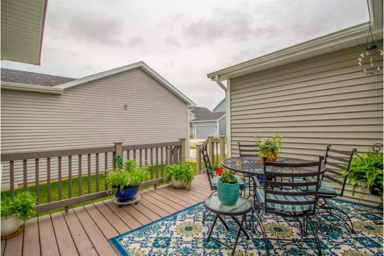 2887 Bulwer Ln Fitchburg, WI 53711 by The Mcgrady Group, Llc $384,900
