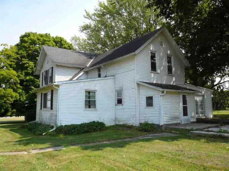 2599 Highland, Cambridge, WI by Badger Realty Team $310,000