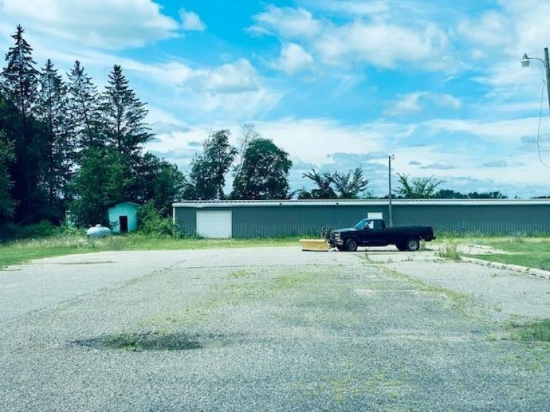 3331 Hwy 13 Wisconsin Dells, WI 53965 by Re/Max Grand $247,000