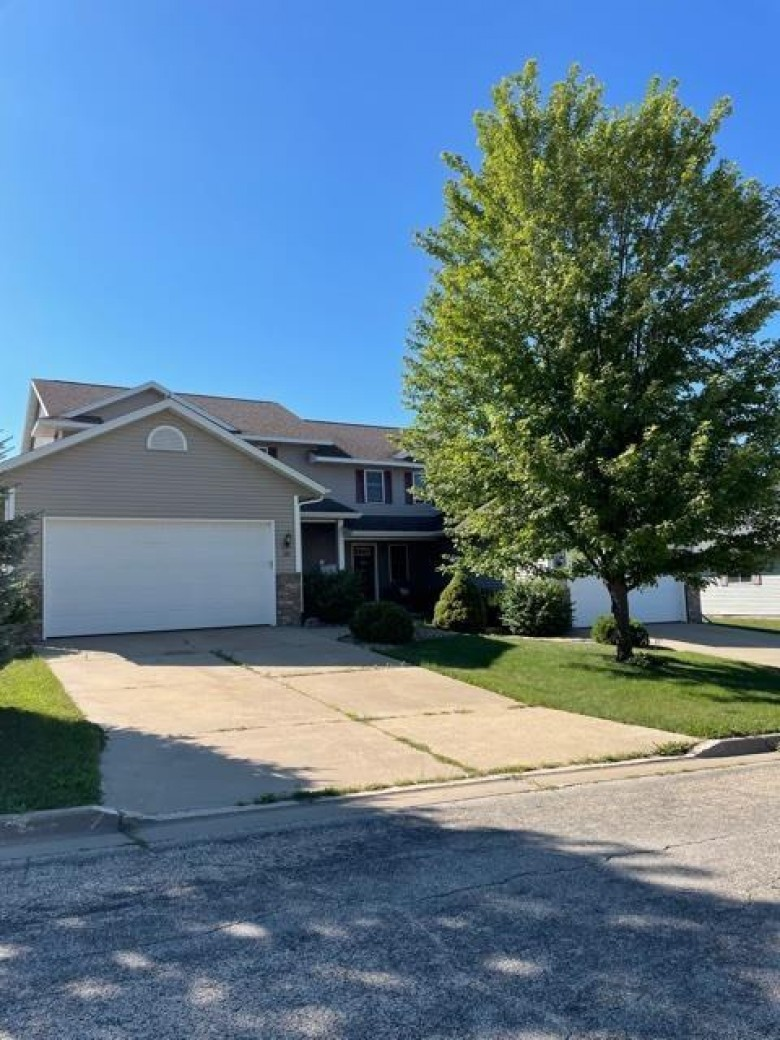 335 Redruth Dr Dodgeville, WI 53533-2207 by First Weber Real Estate $200,000