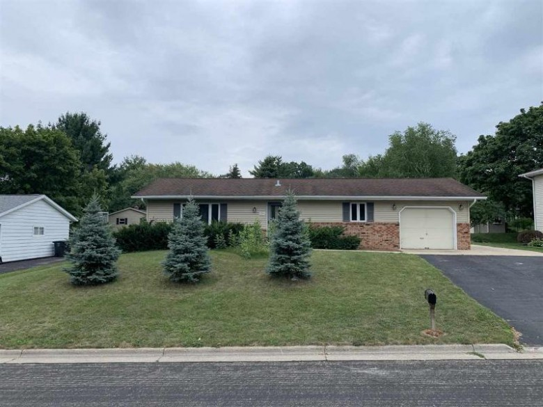 1209 Hyland Dr Stoughton, WI 53589 by Matson & Assoc., Inc. Real Living $229,900