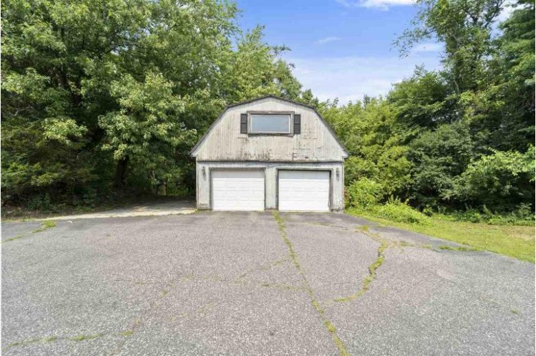 W8352 County Road V Poynette, WI 53955 by Mhb Real Estate $324,900