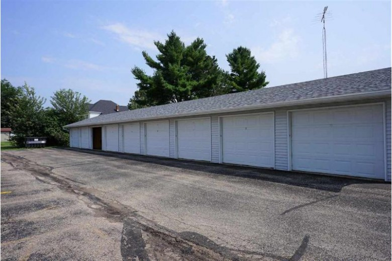 340 Sunset Rd 3 Columbus, WI 53925 by Ccl Management $105,000