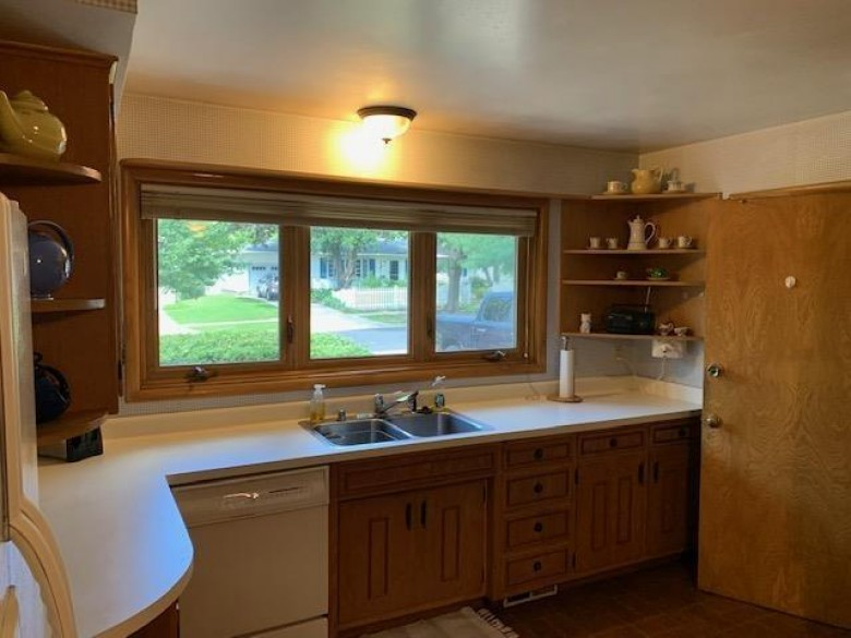 4909 Holiday Dr Madison, WI 53711 by Restaino & Associates Era Powered $379,900