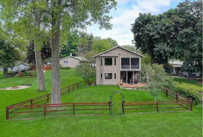W5520 Rainbow Rd Pardeeville, WI 53954 by Century 21 Affiliated $394,900