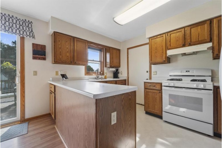 2646 Cochise Tr, Fitchburg, WI by Mhb Real Estate $289,900