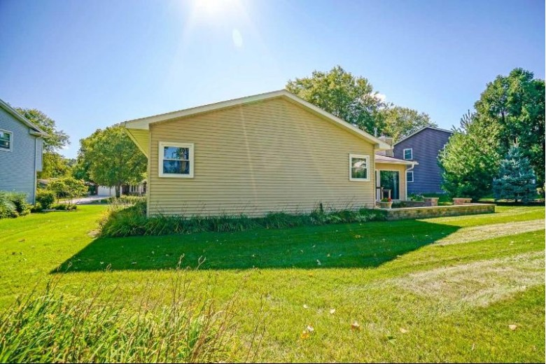 5830 Roanoke Dr Fitchburg, WI 53719 by Matson & Assoc., Inc. Real Living $336,900