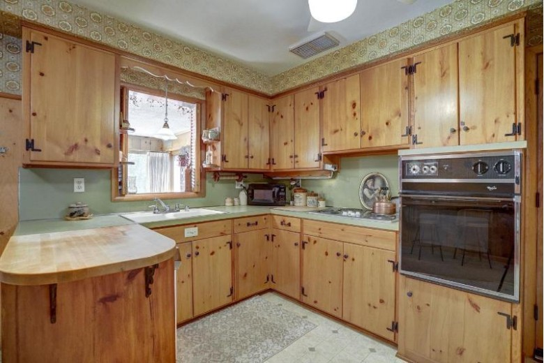 605 Orchard Dr Madison, WI 53711-1322 by American, Realtors $375,000