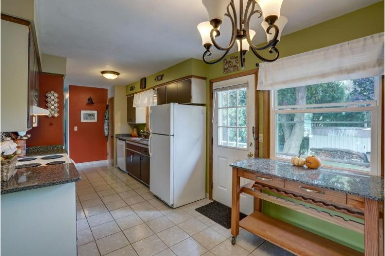 18 Magnolia Cir, Madison, WI by Realty Executives Cooper Spransy $229,900