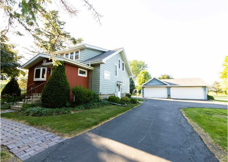 6654 County Road R Oshkosh, WI 54902 by Exit Midstate Realty $215,000