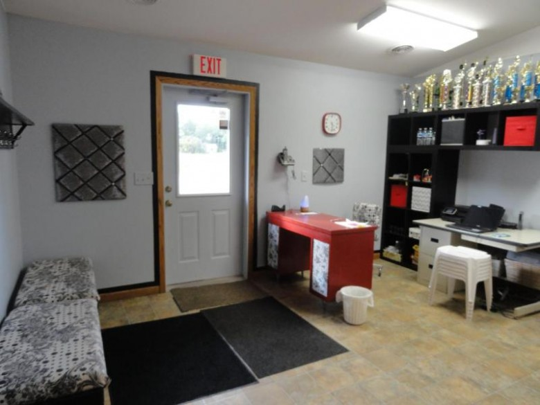 200 Mohawk Dr W, Tomahawk, WI by Re/Max Property Pros - Tomahawk $230,000