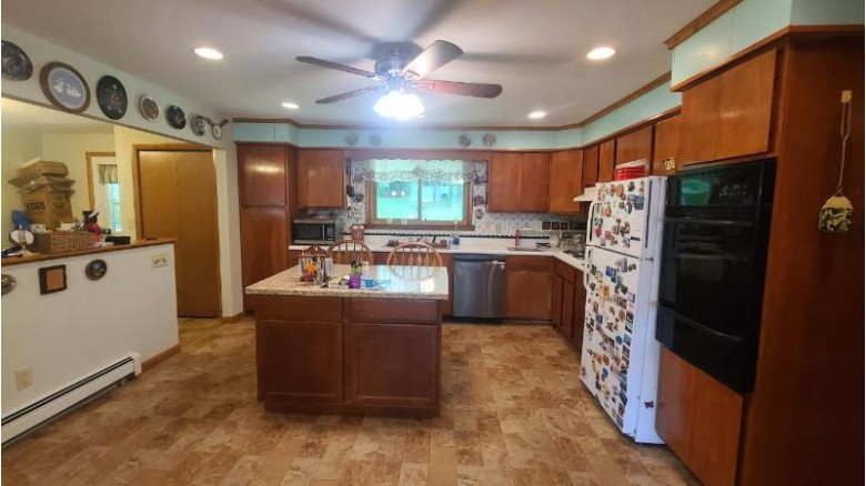 6653 Schoenfeldt Rd Three Lakes, WI 54562 by Re/Max Property Pros $225,000