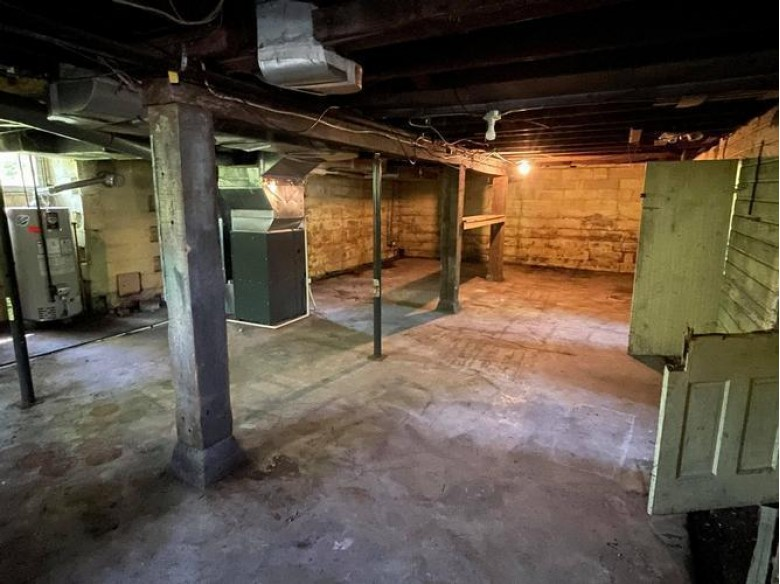 916 Chapple Ave Ashland, WI 54806 by Re/Max Invest, Llc $72,000