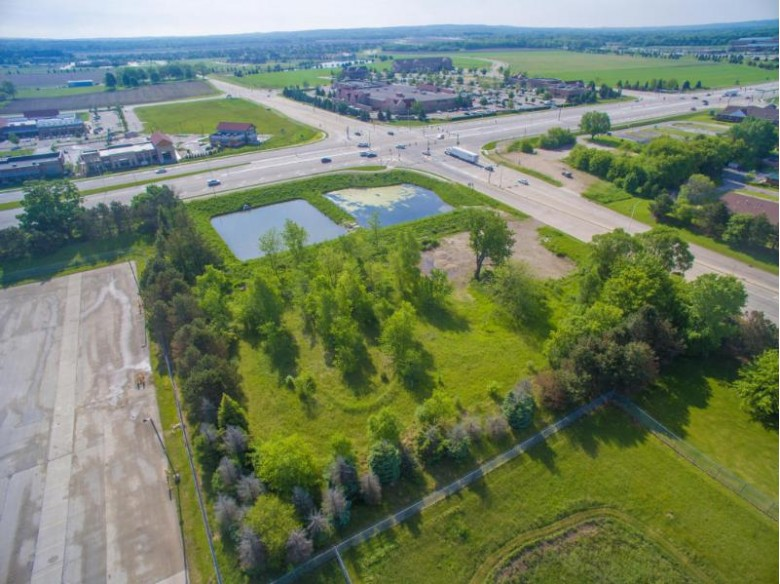 36250 E Valley Rd, Oconomowoc, WI by Lakefront Realty, Llc $999,950