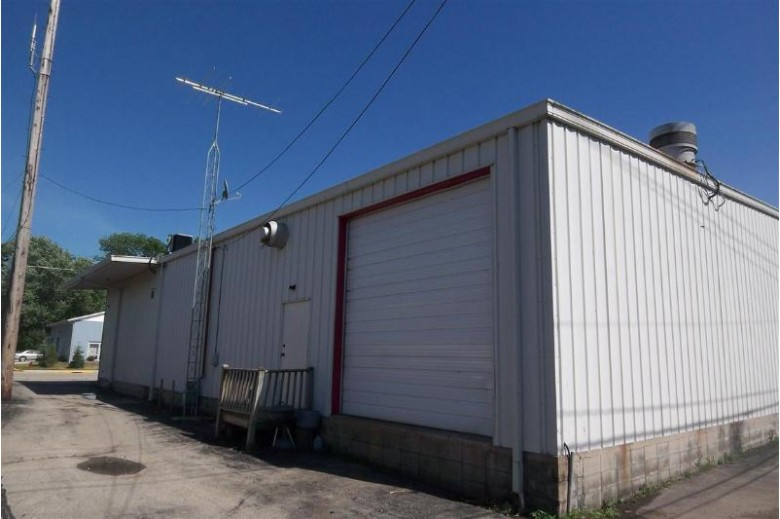 720 Main St, Union Grove, WI by Redefined Realty Advisors Llc $595,000