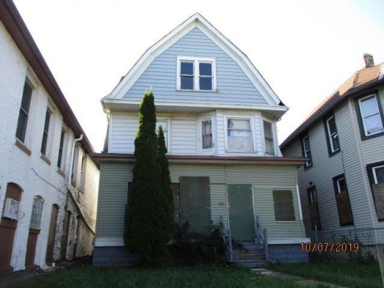2523 N Teutonia Ave, Milwaukee, WI by Homestead Realty, Inc~milw $5,300